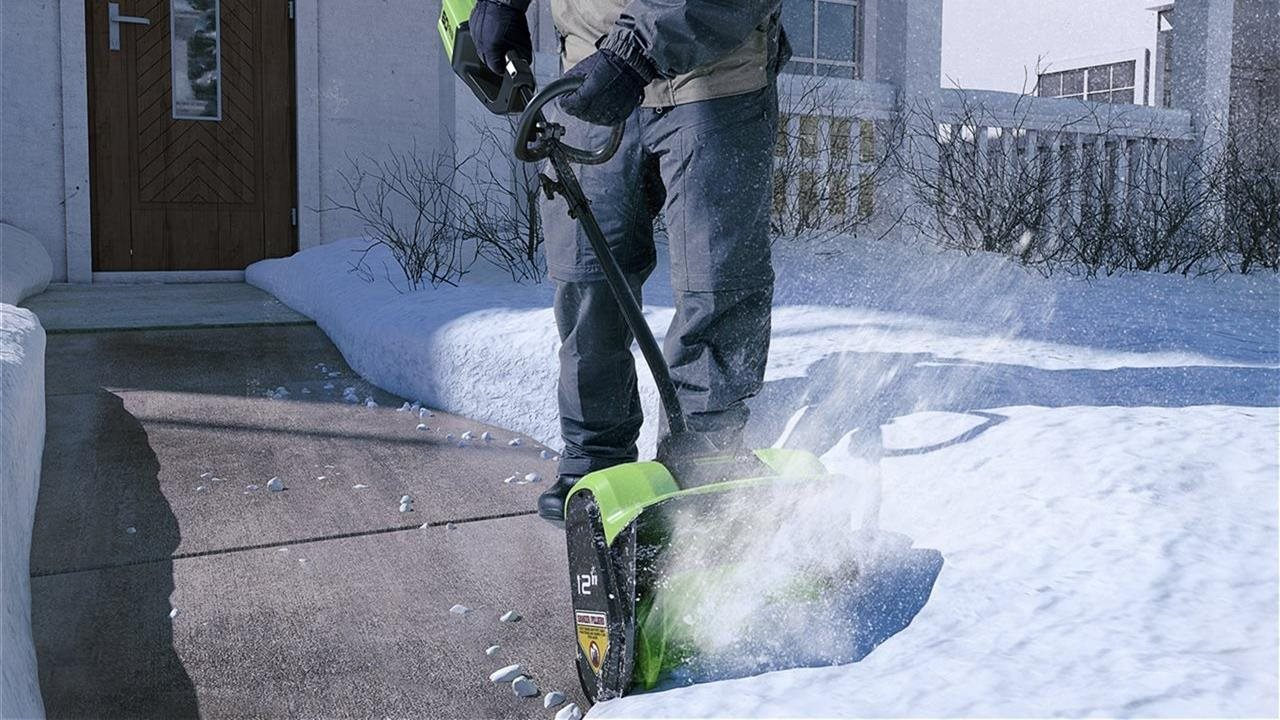 Steps for homeowners dealing with ice or snowstorms