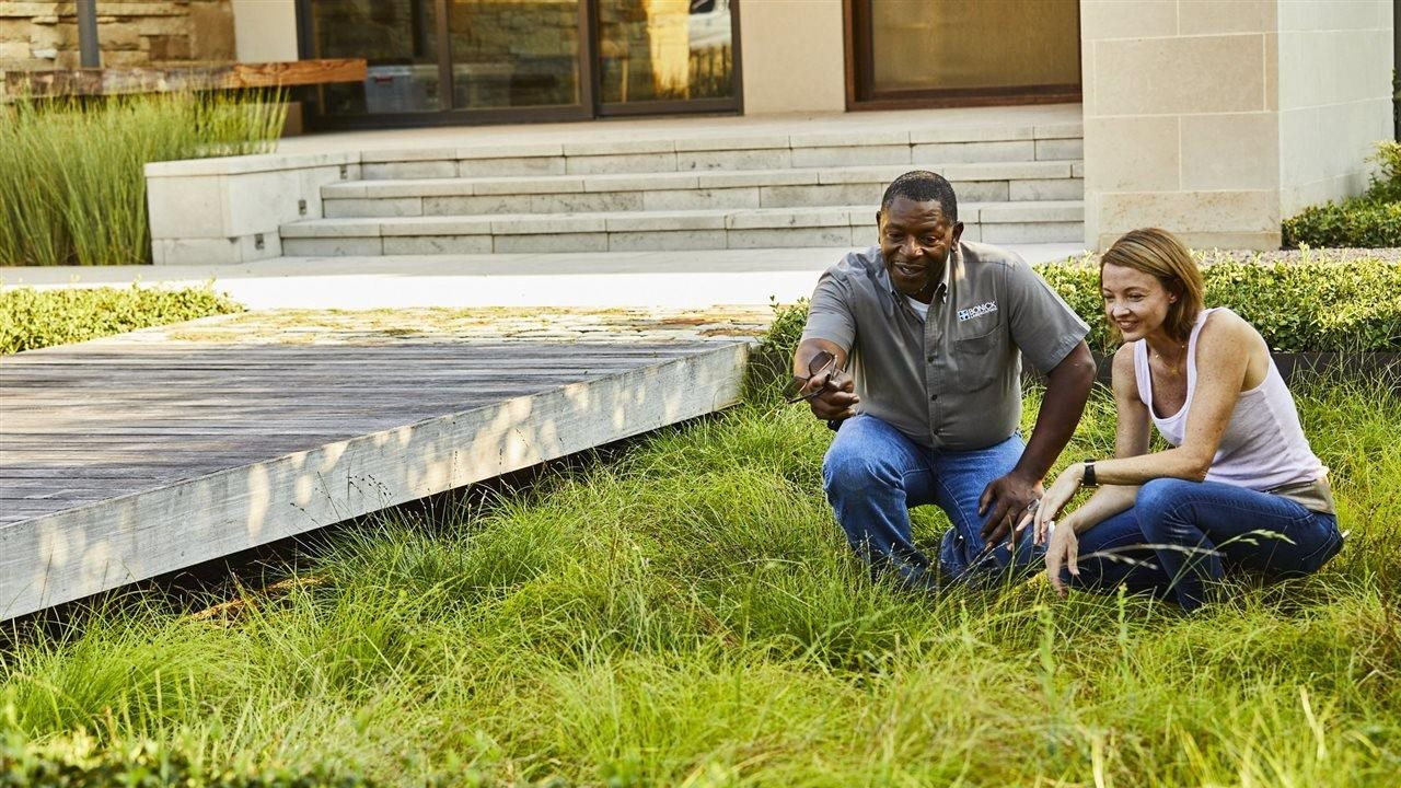 5 signs you need to hire a landscape professional